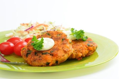 Super-Quick Salmon Burger With Carrot And Cucumber Salad
